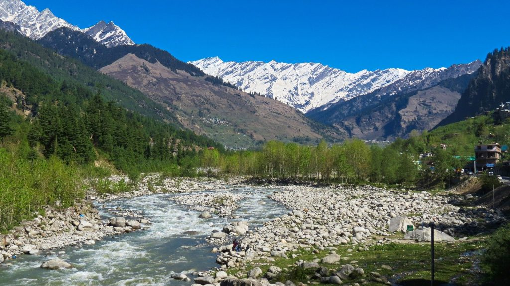 How to reach Manali from Delhi?